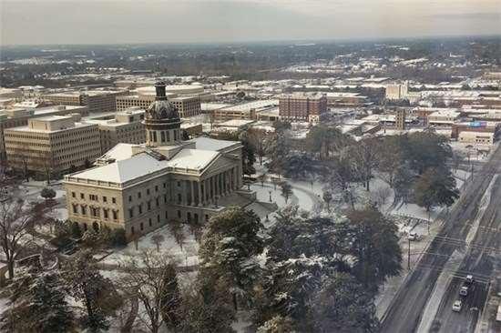 Snow on the South Carolina Statehouse.